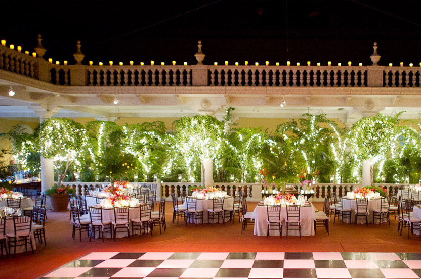 The surprises didn't end with dinner – during the first dance the dining room roof was retracted to let the stars and moon shine in.